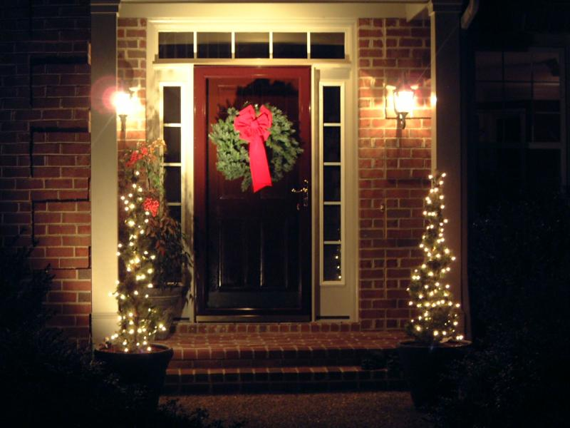 The Simplified Christmas Door
